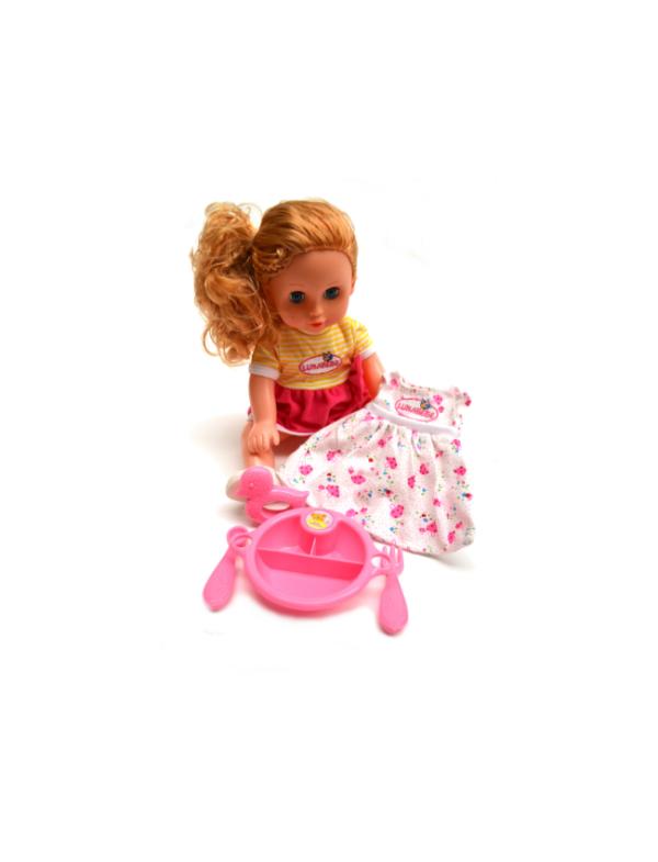 pop met kleertjes en eetgerei